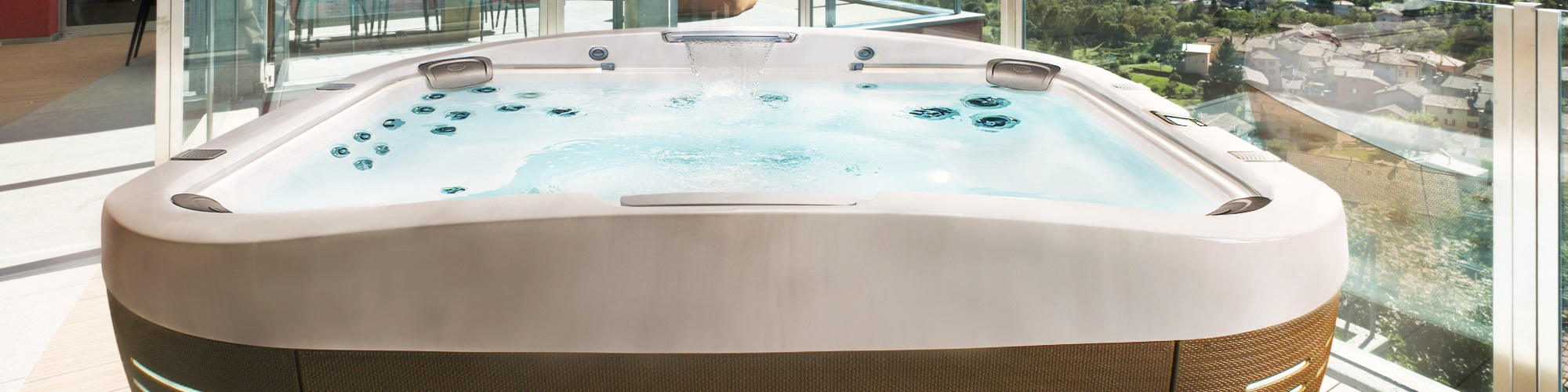 Jacuzzi® HOT TUB - www.wellnessworld-wissmann.de
